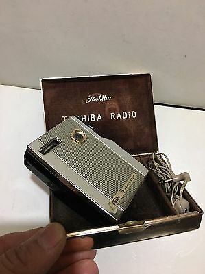 VINTAGE  TOSHIBA MINI MICRO RADIO  MW-(AM)  1960S With Hard Case