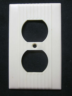 Vintage 1 Ivory Leviton Deco Receptacle Outlet Plate Cover Ribbed Lines Bakelite