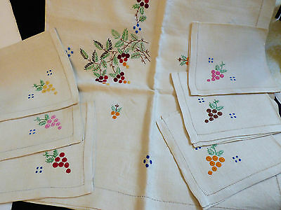 VTG Linen Embroidery Decor Dining Tablecloth & 6 napkins set Holiday berry