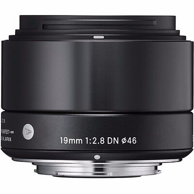 SIGMA 19mm F2.8 DN 'ART SERIES' LENS BLACK FOR SONY 'E' MOUNT & 32GB USB DRIVE