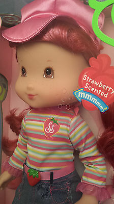 2006 Playmates Play Date Pals Strawberry Shortcake Scented 40 cm Doll & Custard