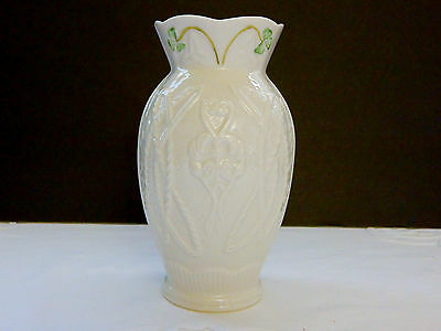 Belleek Durham Vase Exclusive To Canada 2003 - 6.25""