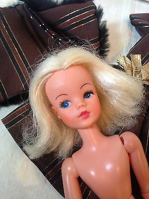 Vintage Sindy EG Gauntlet In Blonde With Bright Make Up Htf And Outfit