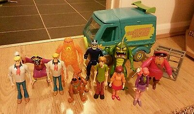 Scooby Doo Toy Bundle Mystery Machine and 11 x Action Figures & Accessories