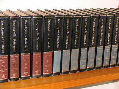 Complete Encyclopaedia Britannica Set 15th edition 1983 + 12 Books of the Year