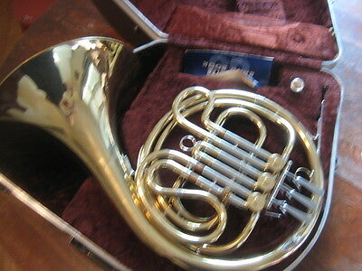 F.E Olds single Horn in F Gold lacquer Case incl. Conn 2 mouthpiece