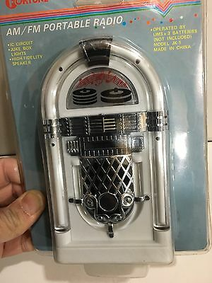 VINTAGE NOVELTY JUKE BOX RADIO FM-AM(MW)- BAND FROM THE 1970s- WITH BOX