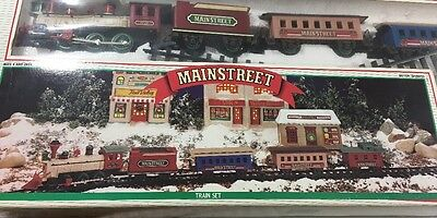 Mainstreet Christmas Train Set Collectible Station With Music Sound 5 Car Train