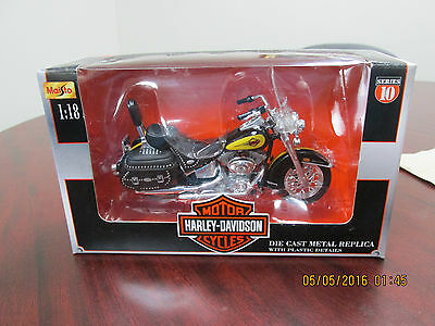 Harley Davidson Maiso 2000 Heritage Softail Die Cast Motor Cycle New in Box 1:18