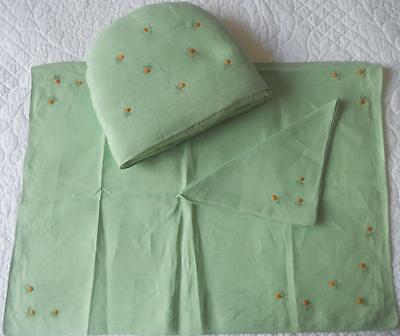 Vintage 1950's Hand Embroidered Pretty Green Linen Tea Cosy Place Mat Napkin Set