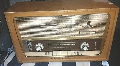 Vintage Grundig Model 2077 Majestic Radio For Parts Or Repair Only .