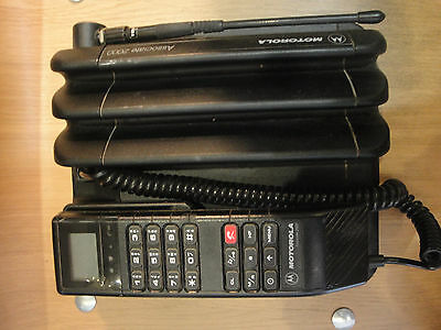 Mobile phone MOTOROLA ASSOCIATE 2000  NMT 450 MHZ  with antenna