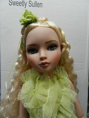 Ellowyne Wilde Dressed Doll   Sweetly Sullen