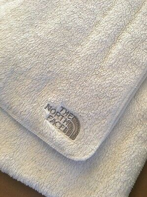 White North face Scarf