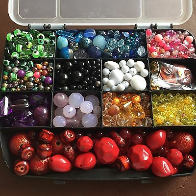 1,4kg Assorted Joblot Of Beads With Beading Elastic