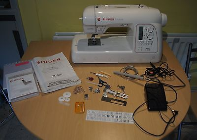 Singer Futura XL-580 sewing & embroidery machine