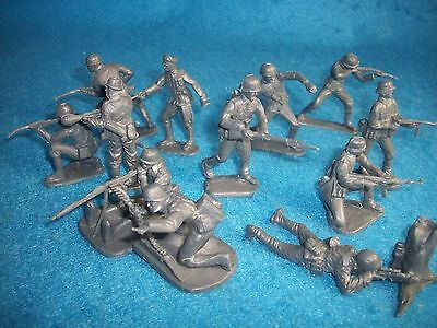 Classic Toy Soldiers (CTS) WWII GERMAN Infantry set of 12 54MM set #1