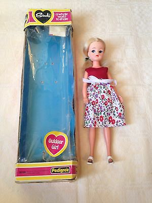 Outdoor girl SINDY 1982 rare Blonde  doll with Box And Original vintage Outfit