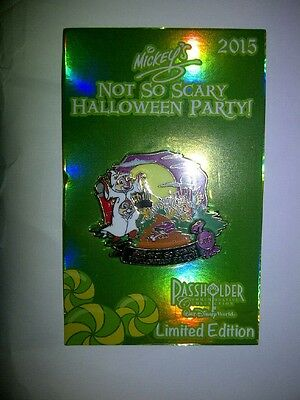Mickey's Not So Scary Halloween Party 2015 LE Chip & Dale Pin Passholder MNSSHP