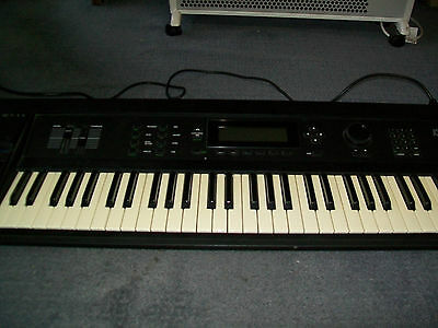 Kurzweil K2000 Electronic Keyboard.