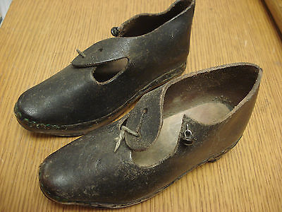 "Pair of 5"" Victorian era CHILDREN'S WOOD & BLACK LEATHER CLOGS Horseshoes S1"