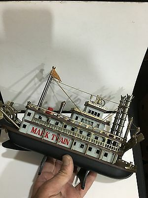 VINTAGE NOVELTY MARK TWAIN STEAM SHIP RADIO AM(MW)-BAND FROM THE 1970s-