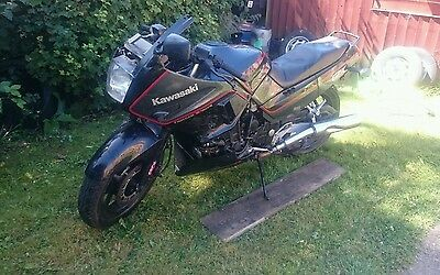 Kawasaki Gpx 750r 1987 breaking for spares