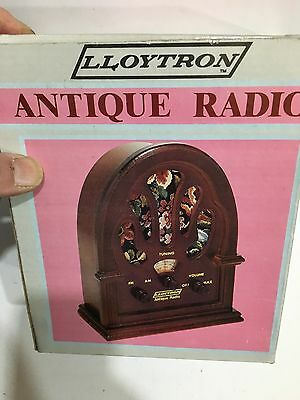 VINTAGE NOVELTY ANTIQUE   RADIO AM(MW)- FM BAND FROM THE 1970s- 1980s WITH BOX