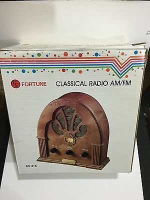 VINTAGE NOVELTY CLASSIC  RADIO AM(MW)- FM BAND FROM THE 1970s- 1980s WITH BOX