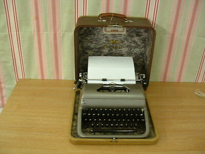 Retro Vintage Everest K2 Portable Typewriter & Case - FREE POSTAGE
