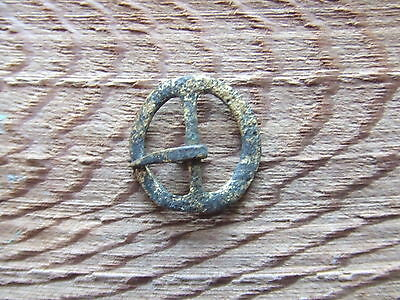 MEDIEVAL BRITAIN. A 15th/16th CENTURY BRONZE BELT BUCKLE.  SUPERB CONDITION.