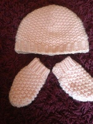 Baby Girls Pink 3-6 months Hat And Mittens Set