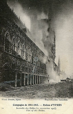 WORLD WAR 1 POSTCARD - Ypres - The Cloth Hall on fire