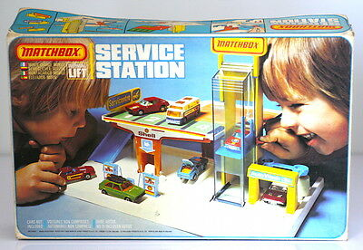 Rare Vintage Matchbox Service Station with working lift