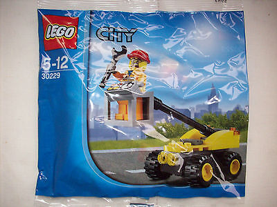 LEGO 30229 City Repair Lift with Minifigure |  NEW & SEALED