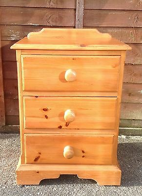 Solid Pine 3 Drawer Bedside Cabinet Drawers Dovetail Joints