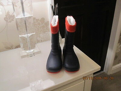 A Stunning Pair Of Boys / Girls Pull On Wellies / Boots  Light Up  Size 28-29.