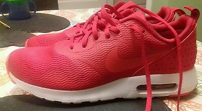 Bnwob Nike air max tavas in colour red,white,in size 8 ,Rrp £95
