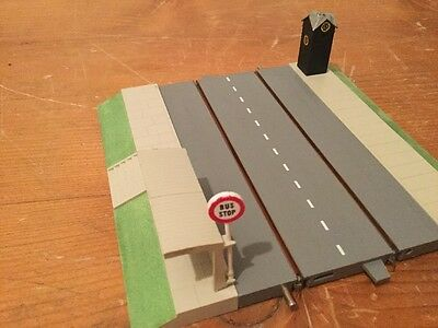 TRIANG Minic Motorway Mint Refurbished Paved Straight With Bus Stop & AA Box