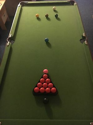 Small Snooker/Pool Table With Que