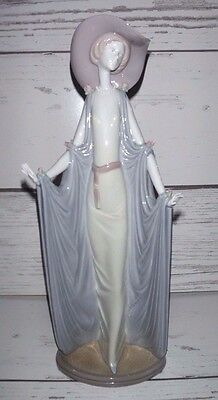 """LLADRO #1428, """"AFTERNOON TEA"""" Excellent Condition. 14.25 inches Tall"""