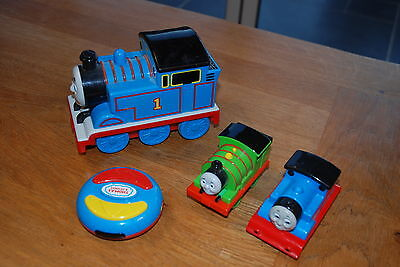 Remote control Thomas the tank engine + extra Thomas and Percy plastic engines