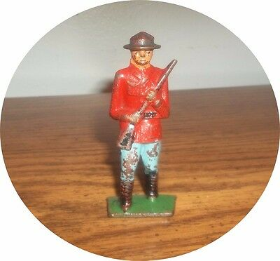 Nice  Royal Canadian Soldier With Rifle  ~ Cast Grey Iron ~ Barclay