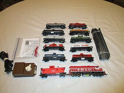 H.o.scale   Tank Car Train Set.with 10 Tank Cars .  Ready To Run Set. Excellent