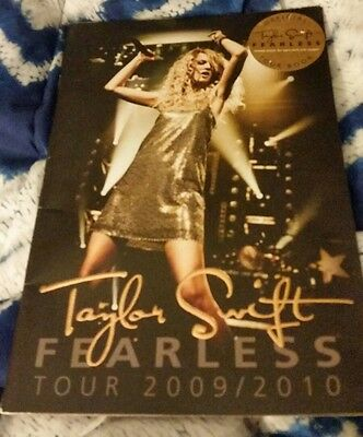 Taylor Swift 2009 2010 tour book reader when I grow up lot 2