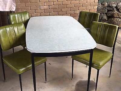 Retro table and chairs in great condition