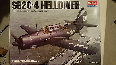 Curtiss SB2C-4 Helldiver 1/72 Academy