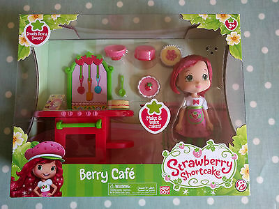 Strawberry Shortcake Berry Cafe with Scented Strawberry Doll Brand New & Boxed!