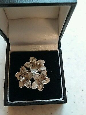 Pretty Silver Flower Cluster Ring