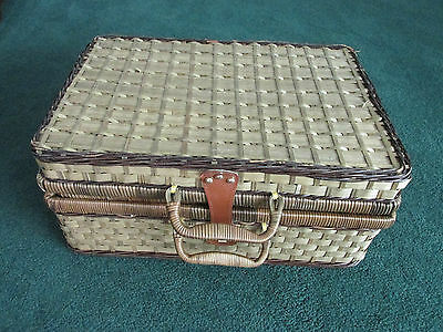 4 place setting woven Lined Picnic basket hamper